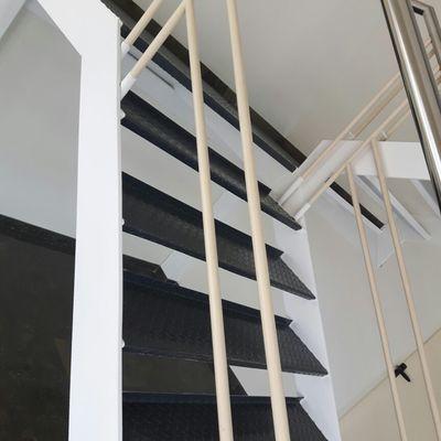 Protección de la estructura metálica de la escalera
