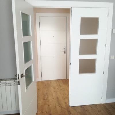 Puerta doble, puerta de entrada y suelo