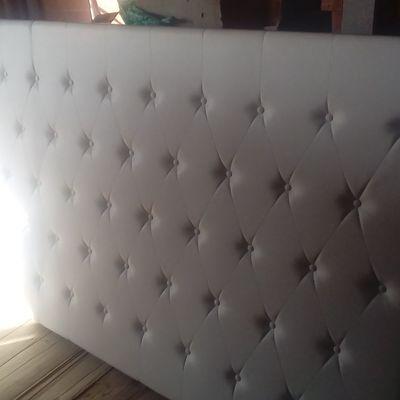 Cabezero tapizado en tela lavable y antimanchas