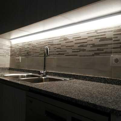 Iluminación bajo mueble cocina