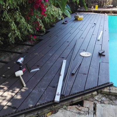 Colocación de tarima n terraza piscina