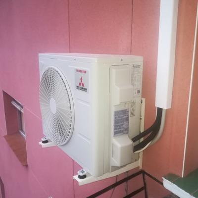 Instalación exterior bajo canaleta