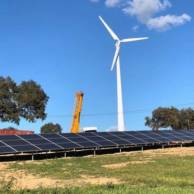 Instalación híbrida Solar + eólica