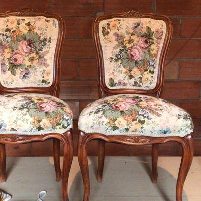 Sillas tapizadas en tela clasica