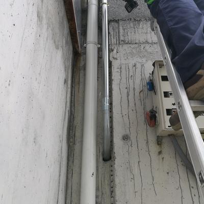Instalación de tubo de acero