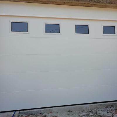 Puerta seccional automática panel liso