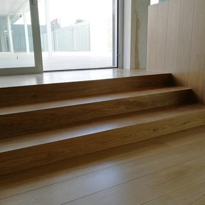 Escaleras con madera de castaño