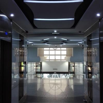 Interior hall edificio 12 estrellas pasillos