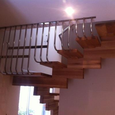 Escalera de madera con acero inoxidable