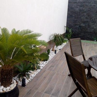 Detalle pared lateral de jardín