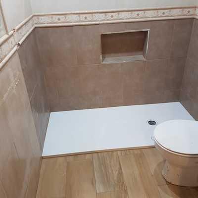 Sustitución bañera por plato ducha de pizarra blanca