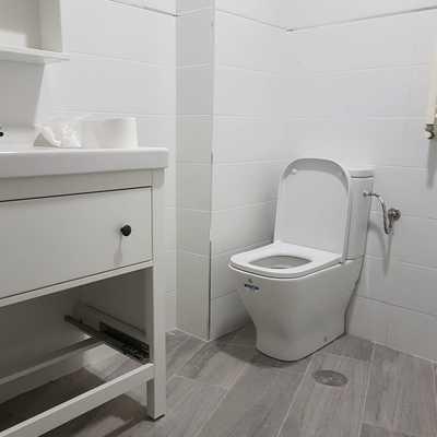 Instalación inodoro y mueble lavabo