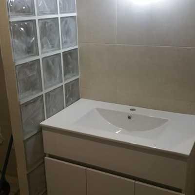 Tabique de paves cristal separador de lavabo