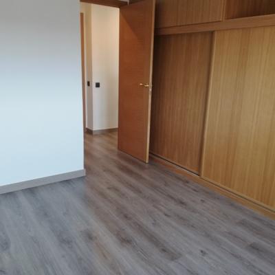 Dormitorio invitados con gran armario empotrado