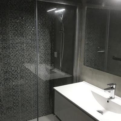 Cambio de bañera por plato y mueble baño.