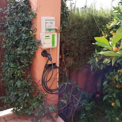 Instalación de estación de recarga de vehículos eléctricos en chalet unifamiliar