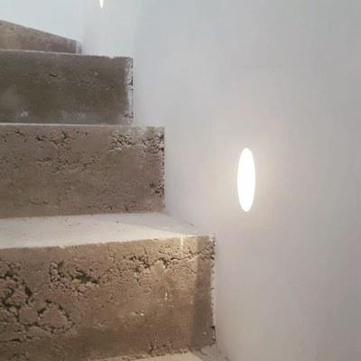 Detalle de luminaria empotrada