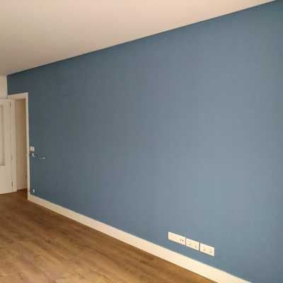Pared azul salon