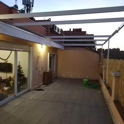 Pergola en dos modulos para ático en Madrid
