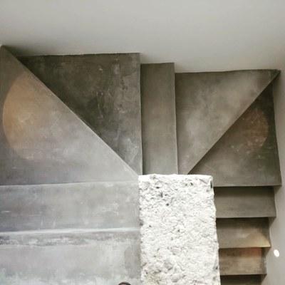 Escalera hormigón pulido