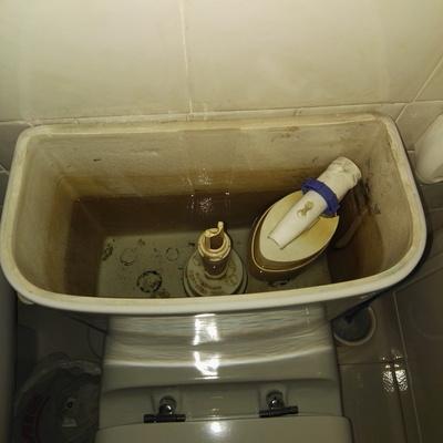 Mecanismo de cisterna en mal estado