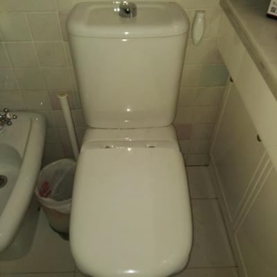Montaje de tapa de cisterna
