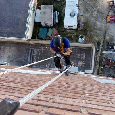 Renovación de fachada, desprendimiento de carabista