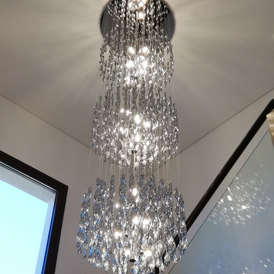 Instalación de Lámpara de diseño en Tiro de escalera