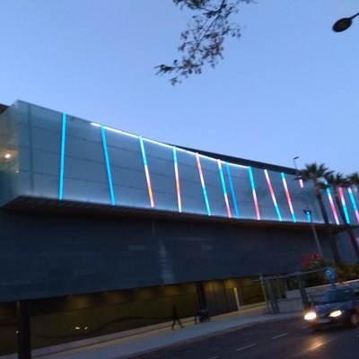 Resultado del alumbrado LED del la fachada del cc metro mar Sevilla