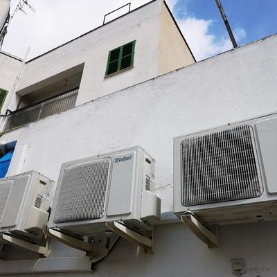 Re-Instalación de 2 máquina VAILLANT en terraza particular