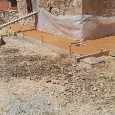 Terraza con hormigón de color