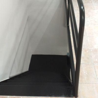 Escalera de hierro esmaltada
