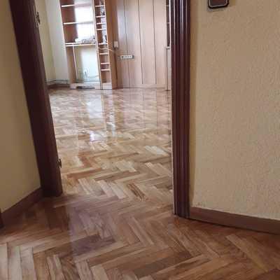 Lijado y barnizado de piso completo