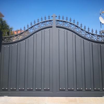 Puerta de aluminio soldado exclusiva para cliente