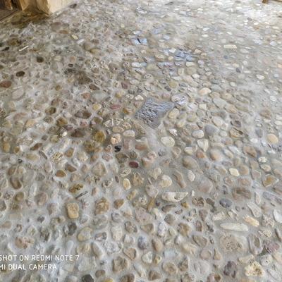 Colocación piedra del río