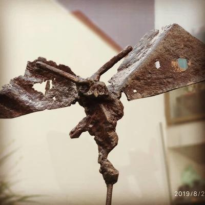 Esculturas acero recuperado