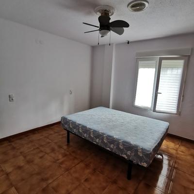 Pintura en dormitorio y eliminación de papel.