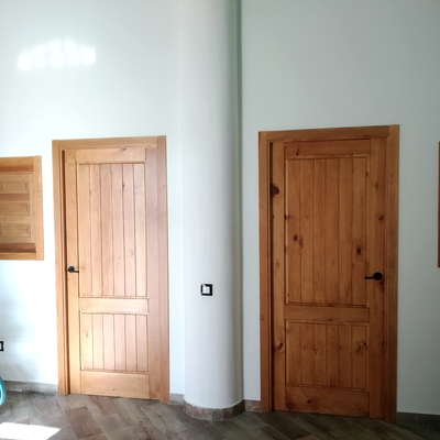 Tratamiento de protección y tono de color en madera virgen