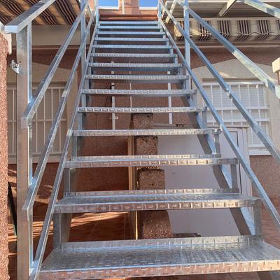 Escalera galvanizada por inmersión