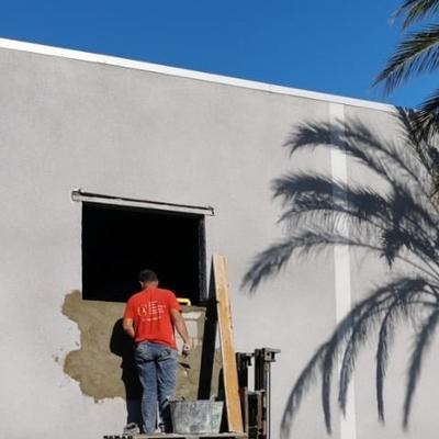 Reparación fachada y agrandamiento de ventanas