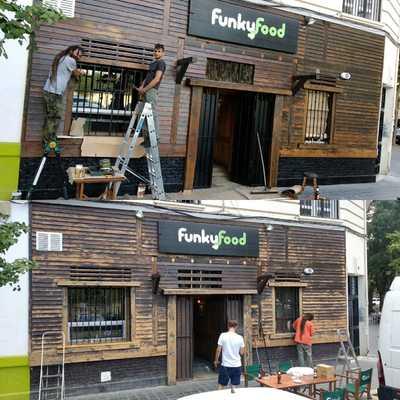 """Restauración y barnizado de la fachada del pub """"Funky Food"""" (Valencia)"""