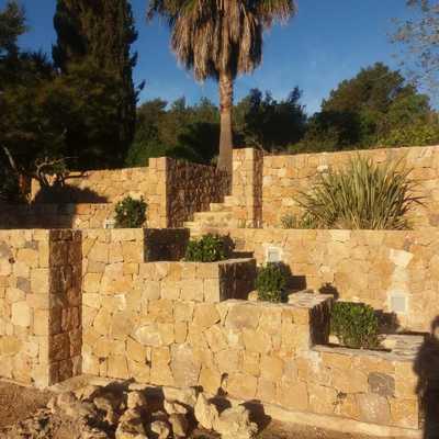 muros piedra rústica jardín