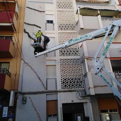 Reparación de grietas muy pronunciadas en fachada antigua