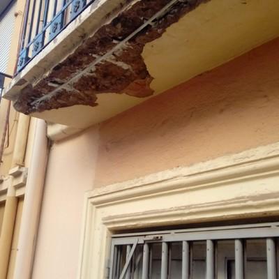 Restauración de balcón en fachada