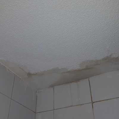 Preparación de techo de baño