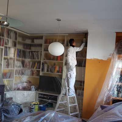 Preparación de pintura en salón