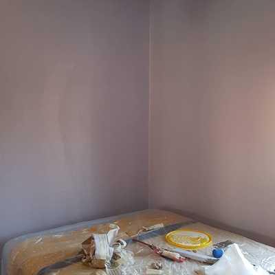 Terminación de pinturas en paredes de color