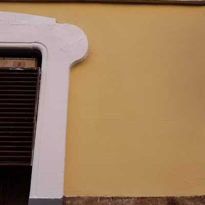 Terminación de pintura en fachada