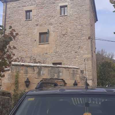 Casa de piedra de 3 plantas