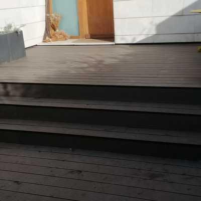 Tarima composite en terraza